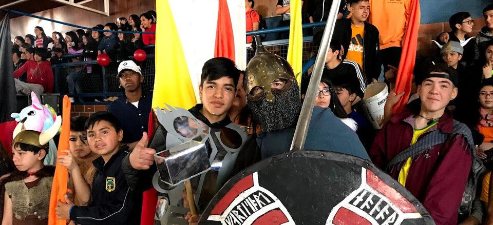 Colegio Monte Olivo de Puente Alto celebra su aniversario 17 con alegórico encuentro entre Vikingos y Piratas.